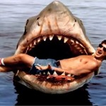 """Steven Spielberg tra le """"fauci"""" in una celebre fotografia dal set"""