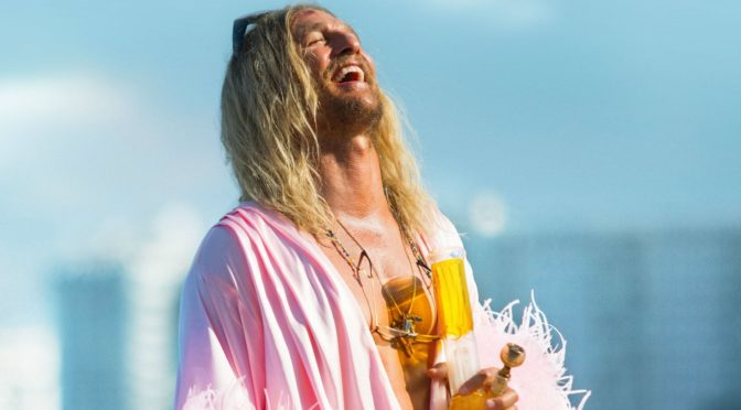 """THE BEACH BUM – UNA VITA IN FUMO"" DI HARMONY KORINE"